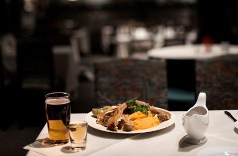 SMAK: Få steder serveres like store porsjoner som Holbergstuen. Pinnekjøttet fra Brakstad er smakfullt.