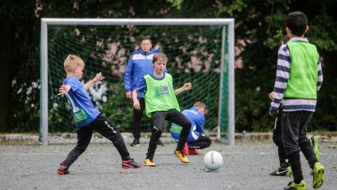 FØRSTE: Jesper Birkenfeldt og Kristoffer Brekke på sin siste trening før Voss cup. – Jeg gleder meg mest til å være med venner og å spille kamp, sier Jesper.
