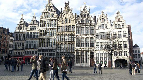 57545055 Folk kommer helt fra Paris for å shoppe i trendy Antwerpen - Aftenposten