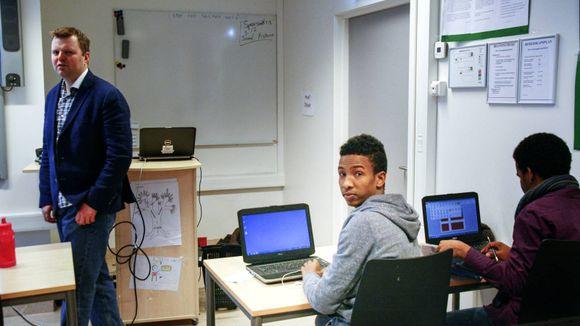 3cb1a51e I ti år er flyktninger kurset for å få jobb eller utdannelse. Aldri har  resultatene vært dårligere.
