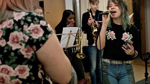 – BOY PABLO INSPIRERER: Kongshaug Musikkgymnas ønsker å utvikle musikere til og fra landets kristne miljøer. Men noen av skolens elever har nådd mye lenger enn som så. – Det er inspirerende for alle på Kongshaug å se hvor langt Boy Pablo har nådd, sier Liv Marie Østebø, som studerer sang på skolen.