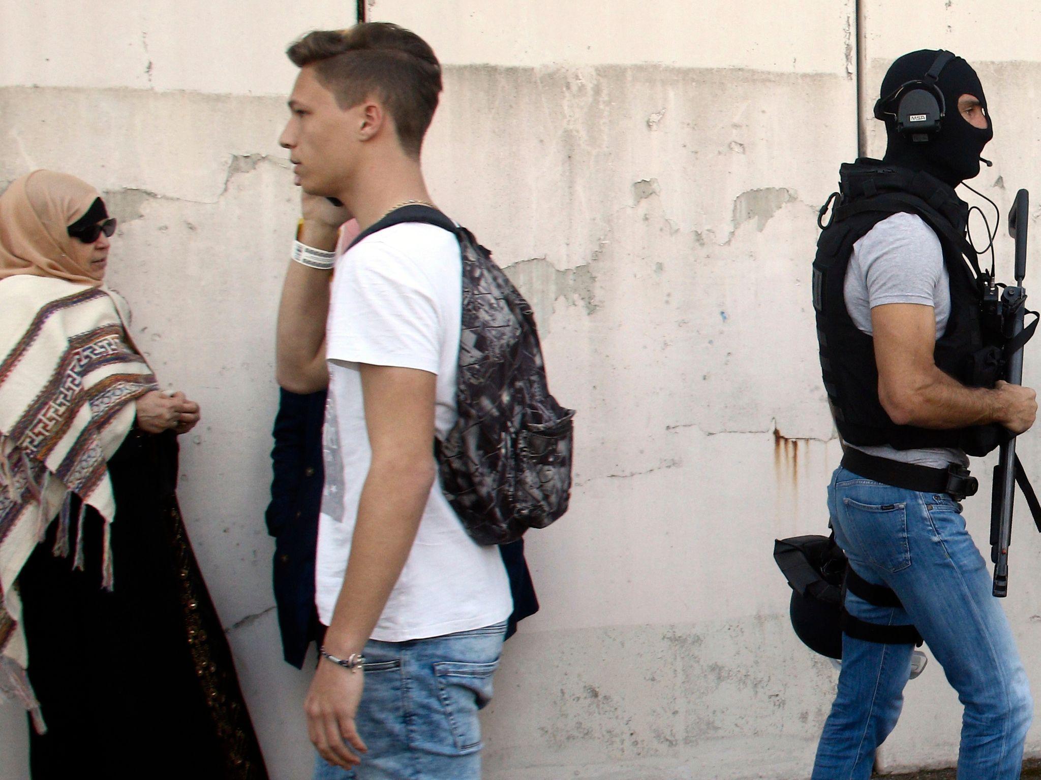 Endelig kan kvinner gå i bukser i Paris