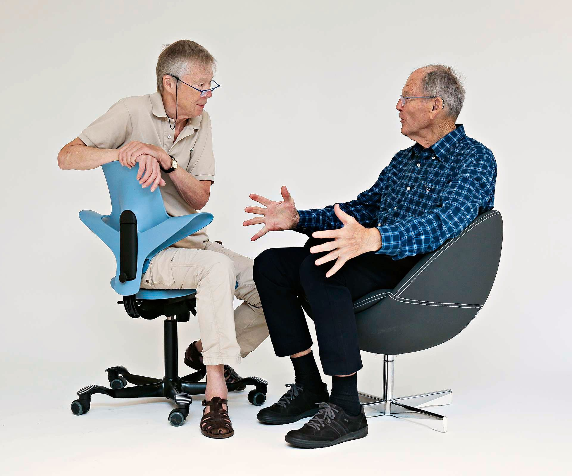 NRK TV – Norsk møbeldesign mellom to stoler?