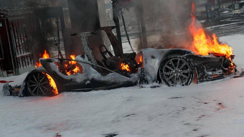Elbilforeningen: Amfi sprer unødig frykt for brann i elbil
