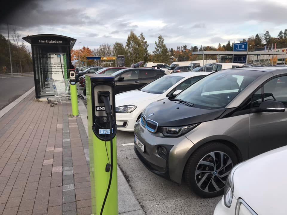 Hvorfor får ikke min elbil full effekt når jeg lader?