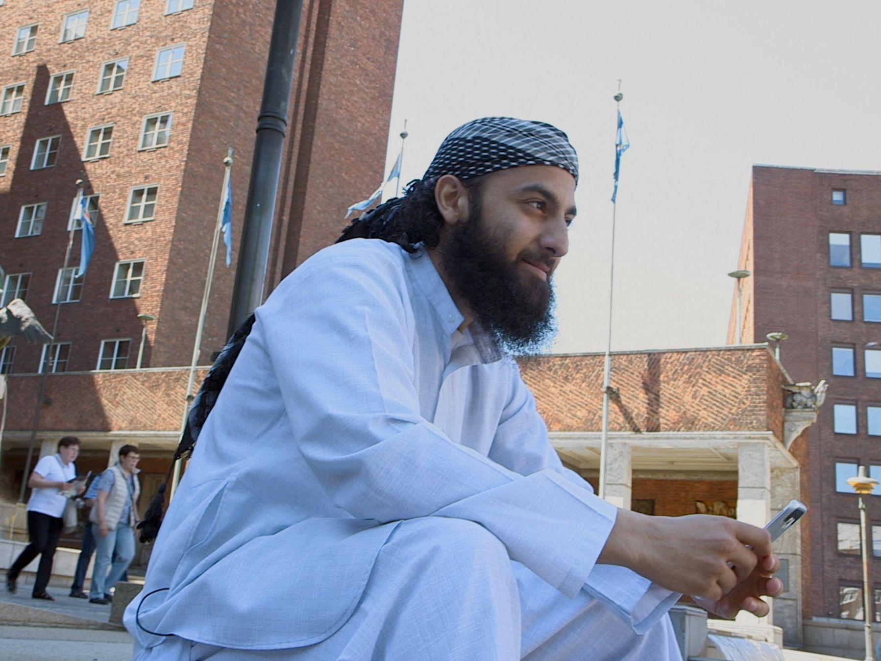 Filmskaper Adel Khan Farooq: – Islamistene virket som helt