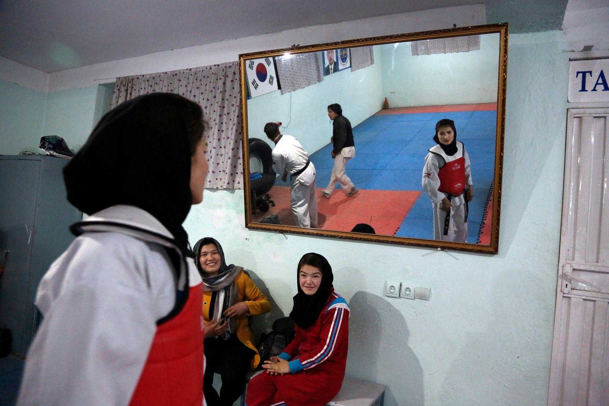 Krigen har kostet Norge over ti milliarder kroner og ti liv. Nå frykter afghanske kvinner for fremtiden etter tilbaketrekningen.