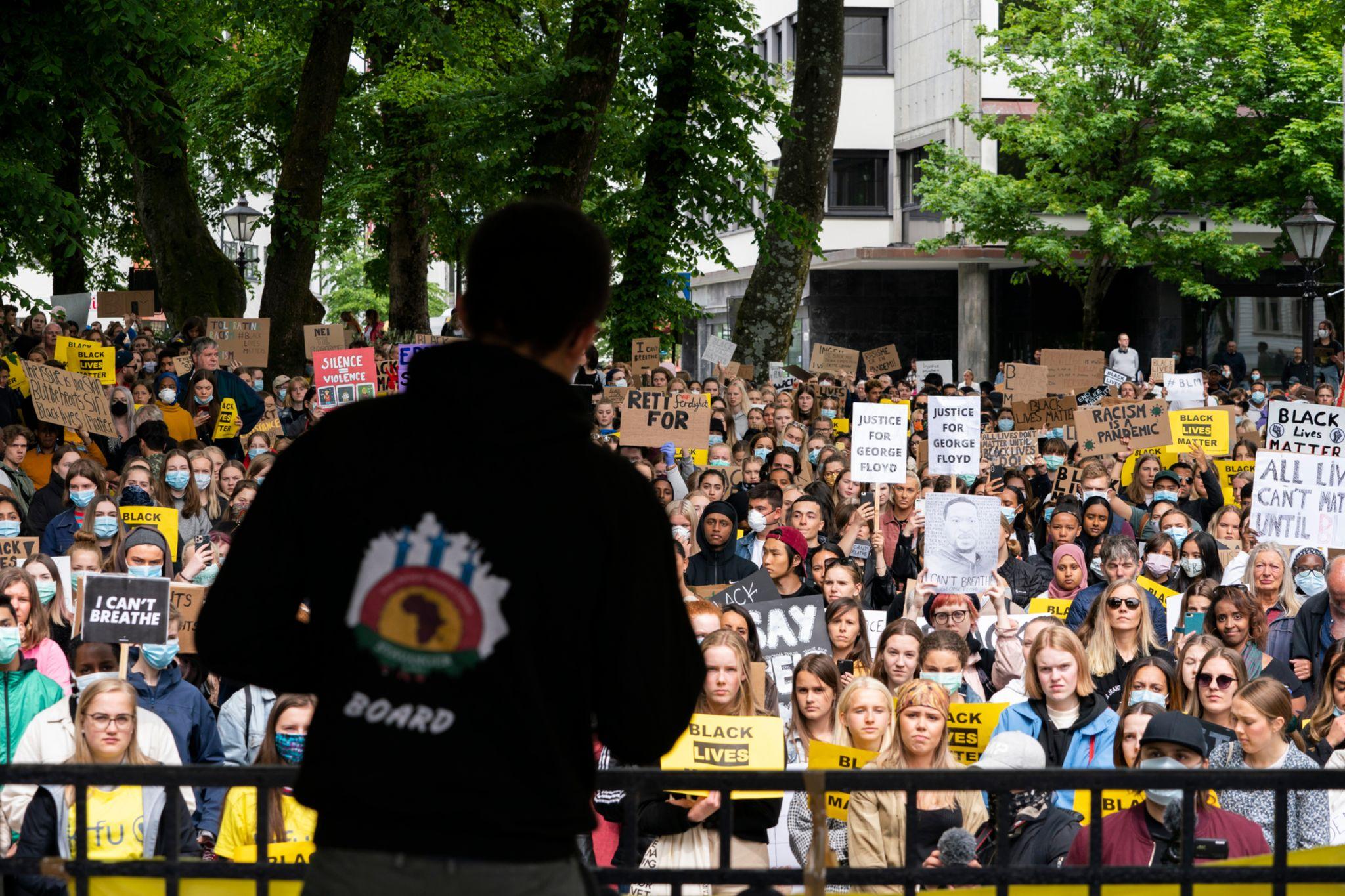 Stavanger Kommune Setter Helsearbeidere Som Deltok I Demonstrasjon I Karantene
