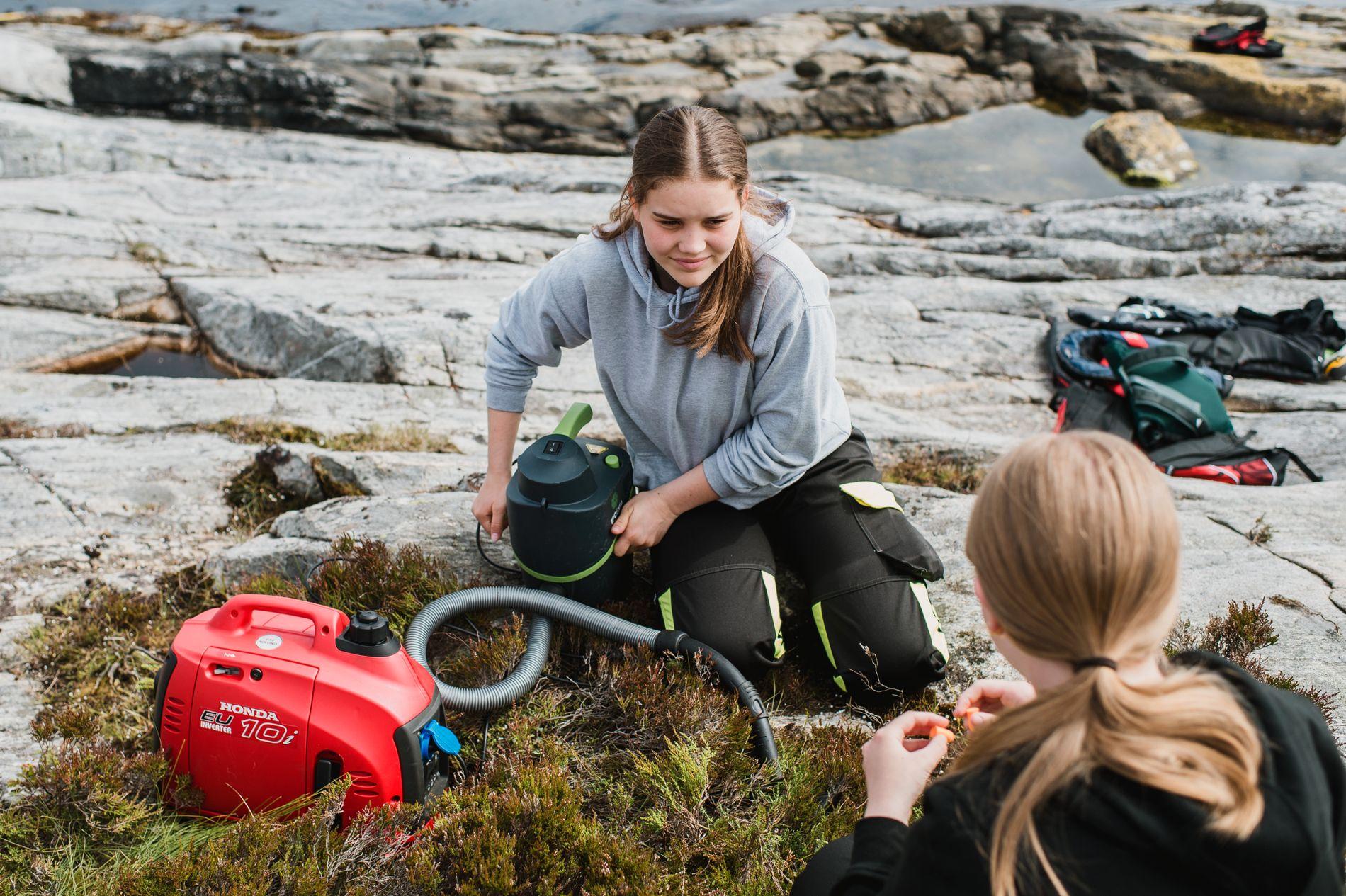 20 ungdommer støvsuger nå isopor i Øygarden etter