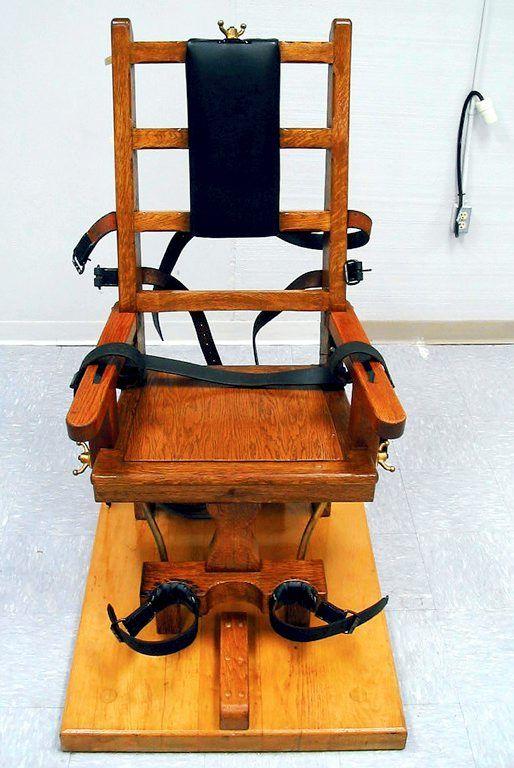 Den ene skal henrettes i elektrisk stol. Den andre vil