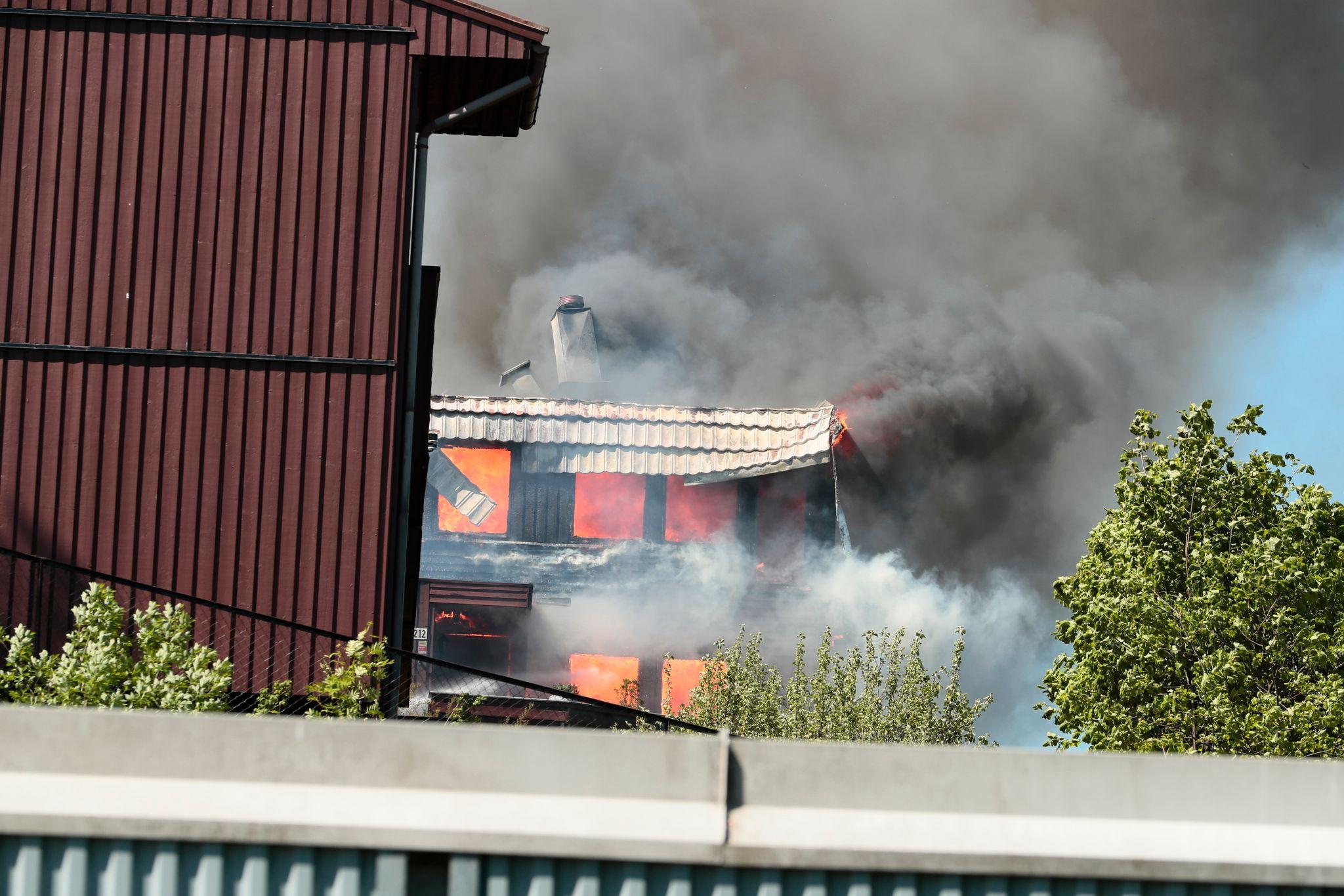 Storbrann i rekkehus-felt i Oslo, én bekreftet død
