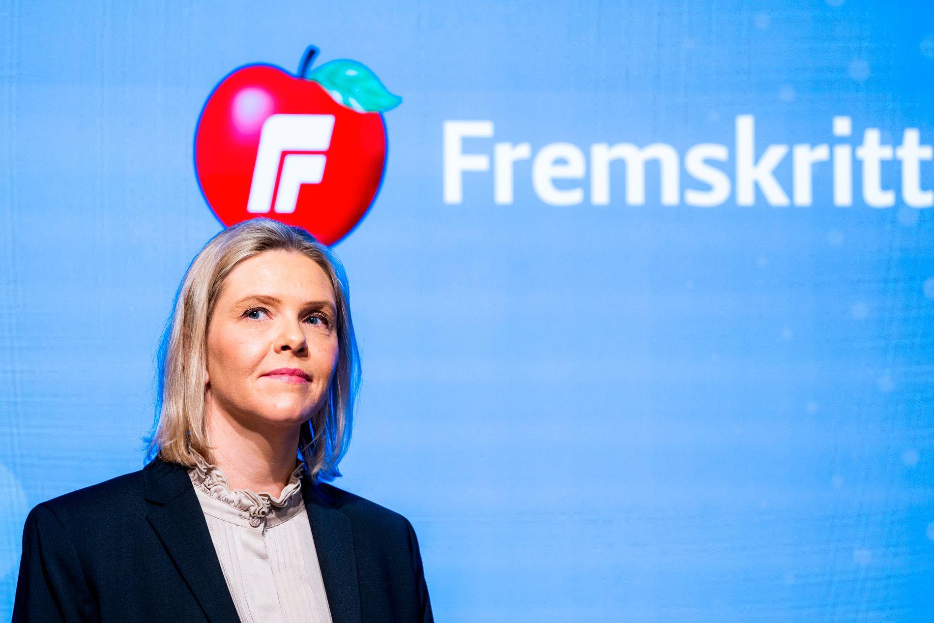 – Det er uverdig for norsk politisk debatt at Frp skal måtte ta avstand frå nazistar
