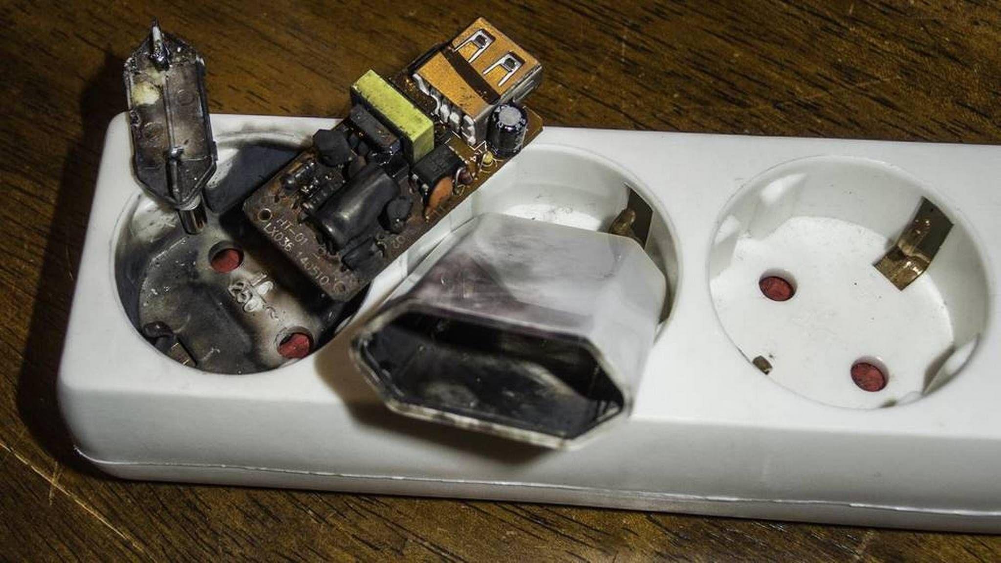 Er det farlig å ha ladere i stikkontakten uten å lade?