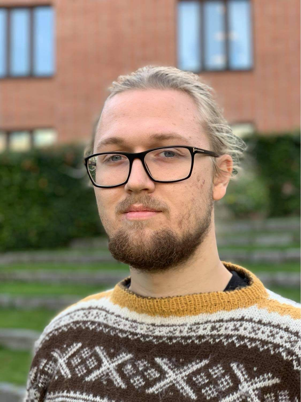 Simon Omsland Zakariassen (20)