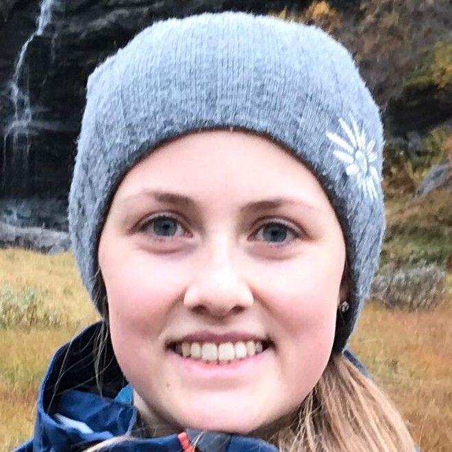 Caroline Clausen (19)