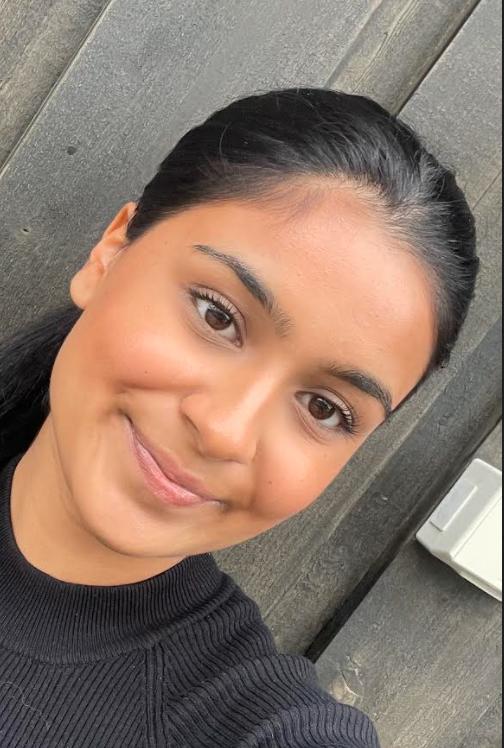 Ayesha Akram (19)