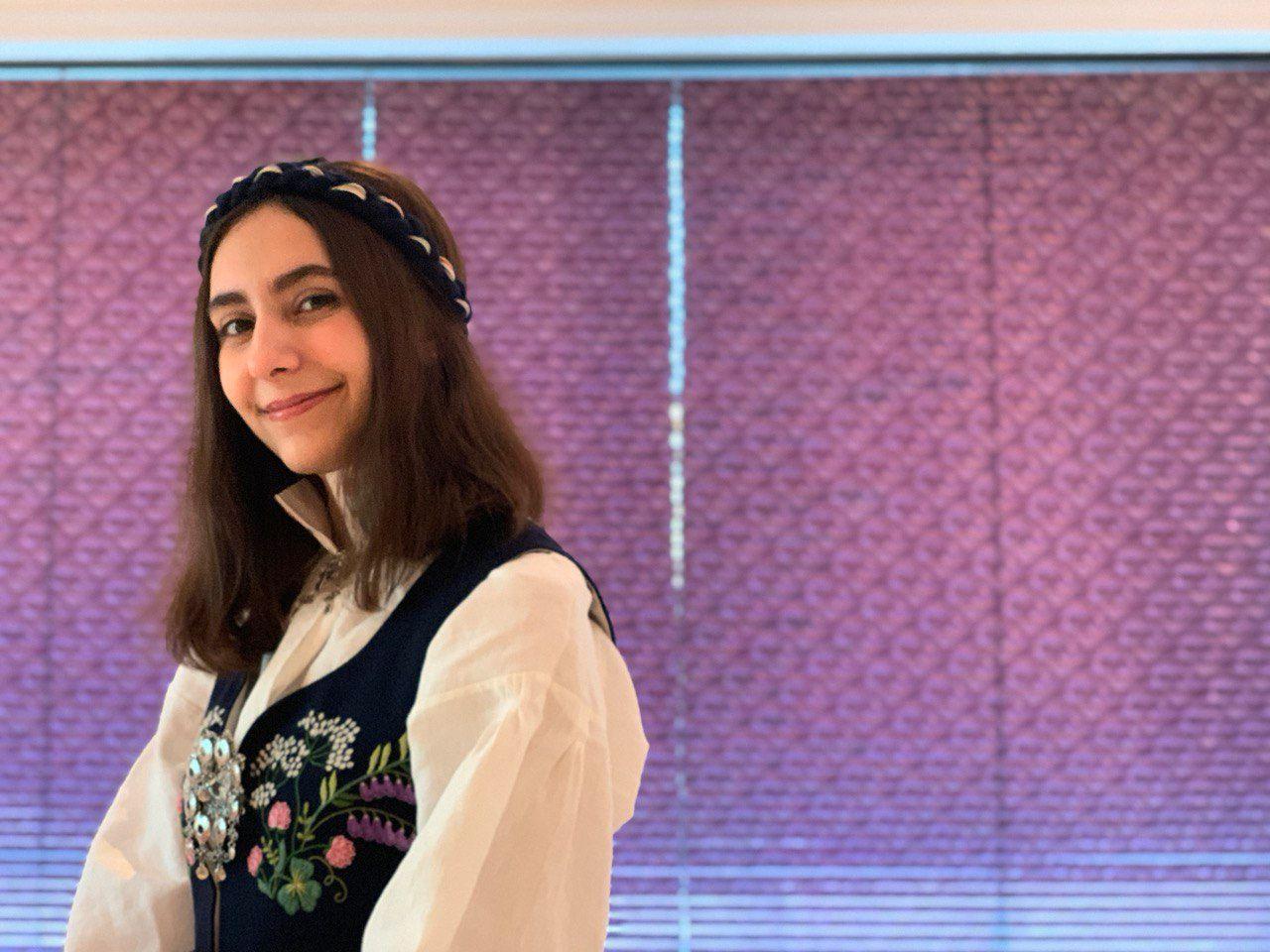 Ayna Mousavi (18)