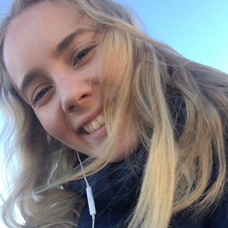 Anna Larsen Rossvang (18)