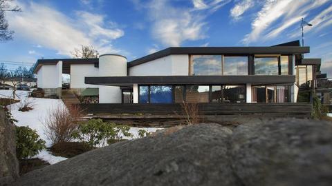 Inntektene til interiørarkitektene fra Bergen gjør et nytt kraftig byks. Men røde tall i fjor.